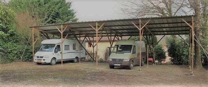 caravanstalling met overkapping